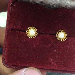 Pretty 14k Opal earrings - flower style